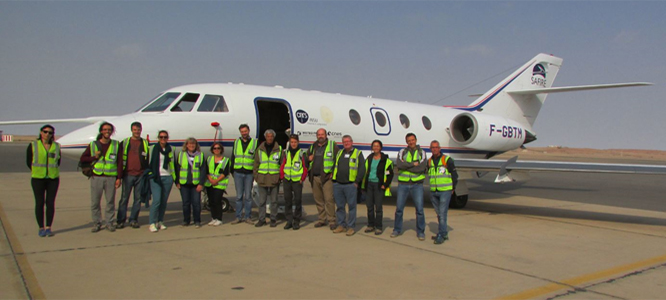 Scientist team in front of SAFIRE's F20 aircraft ((Image courtesy Laurent Labbouz)